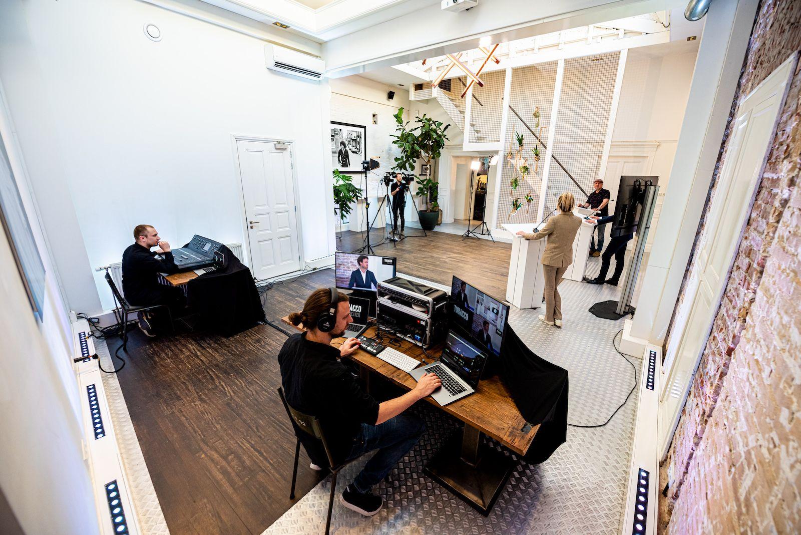 Studio 2-3